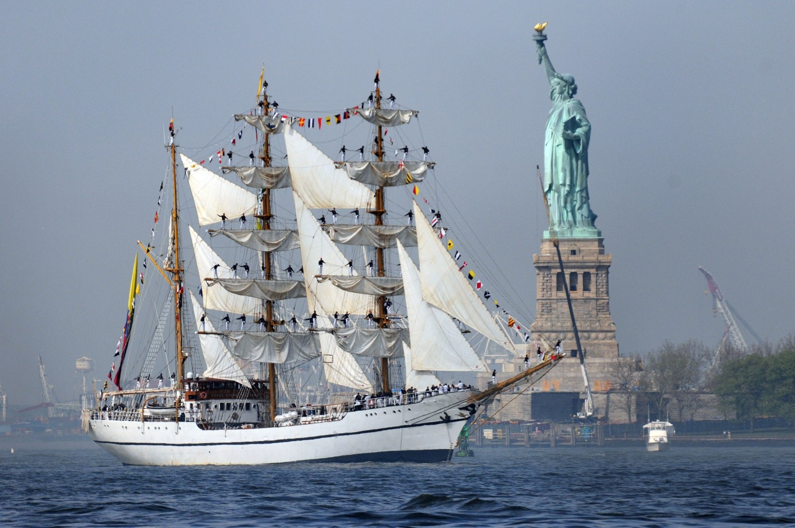 ship-tall-sailing-new-york-harbor